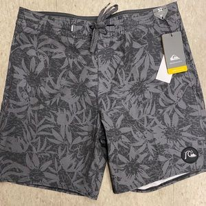 NWT quicksilver boardshorts size 32